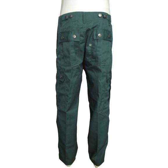 calça verde militar atrás